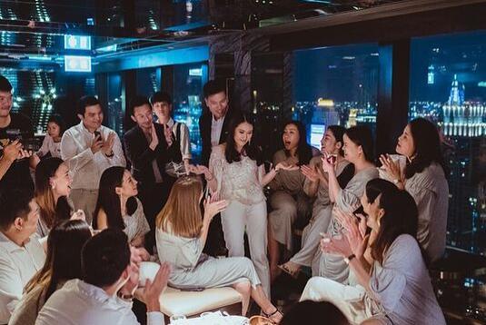 ประมวลภาพ! โมเม้นท์สุดซึ้ง  อุ๊งอิ๊ง Say Yes  แต่งงานแฟนหนุ่ม ปอ เพื่อนๆร่วมยินดีเพียบ