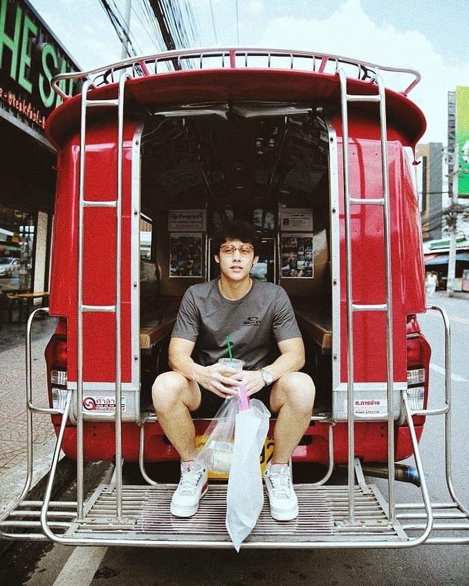 ชิลไปอีก หมาก ควง คิม ขับรถเล่นที่เชียงใหม่ หลังซ้อมรับปริญญา