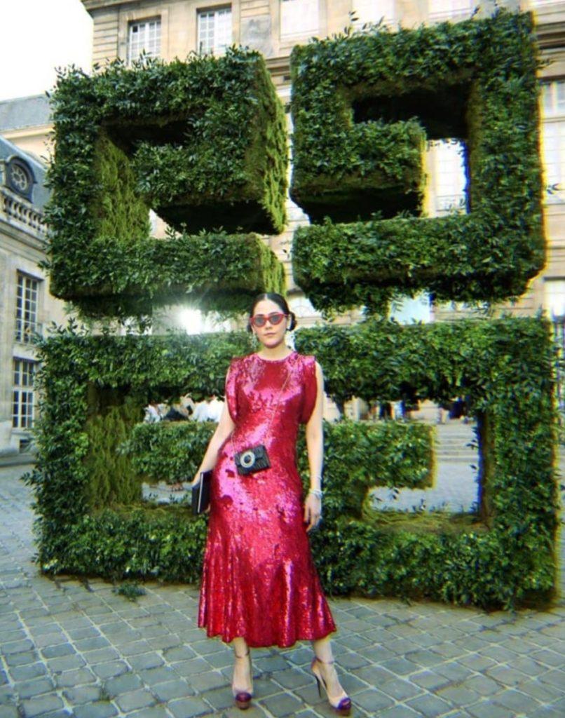 แม่ก็คือแม่!  ขุนแม่ชมพู่  ร่วมชมแฟชั่นโชว์ โอต์ กูตูร์ ที่ปารีส