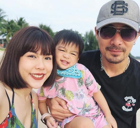 จีน่า อันนา  นุ่งบิกินี่โชว์ความเป๊ะ-อวดท้อง 5 เดือน ทายาทคนที่ 2 ของ  โอ๊ต วรวุฒิ