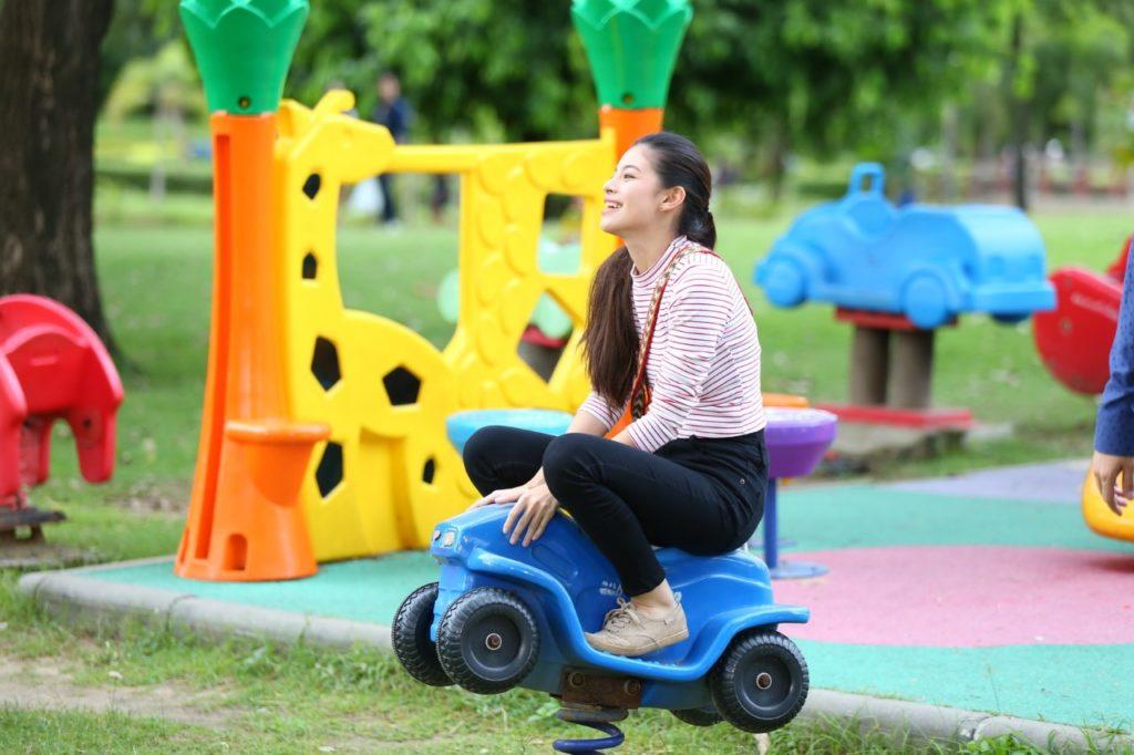 แคท ซอนญ่าพาธันวาย้อนวัยกลับไปเป็นเด็ก ในดอกหญ้าในพายุ