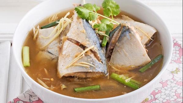 ต้มส้มปลาทู รสเผ็ดร้อน หอมกลิ่นสมุนไพรไทย อร่อยเด็ดถึงใจ ทำเองได้ไม่ยากเลย