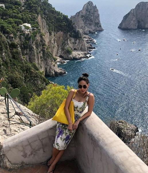 """""""พลอย เฌอมาลย์"""" กับชีวิตชิลๆ บนเกาะคาปรี ประเทศอิตาลี"""