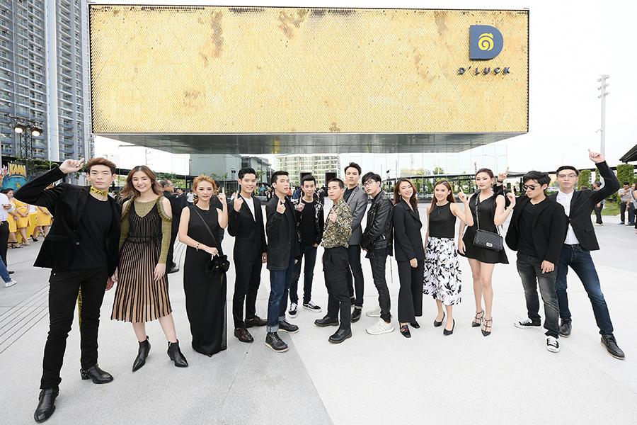 """รวมภาพนักแสดง """"นาดาว"""" ชมโชว์ KAAN ณ โรงละครลอยได้! (87 รูป)"""