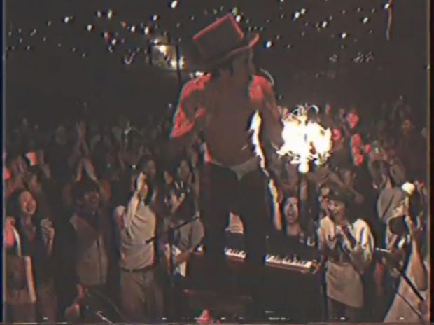 วิจารณ์ยับ นักร้องหนุ่มชื่อดังของไทย แก้ผ้าเล่นคอนเสิร์ต
