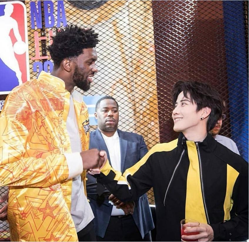 กระทบไหล่ Joel Embiid นักบาส NBA ระดับโลก ในงาน nba after party