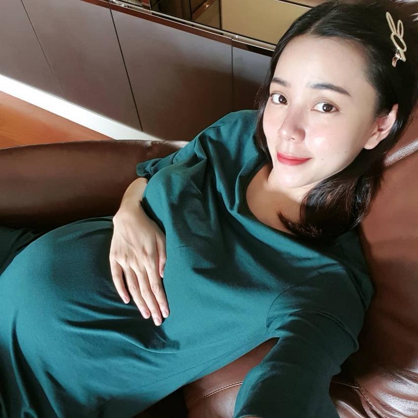 นิวเคลียร์ โชว์ภาพสมัยเรียน เผลอแปปเดียว ผ่านไป 10 ปี ตอนนี้จะเป็นแม่คนแล้ว!!