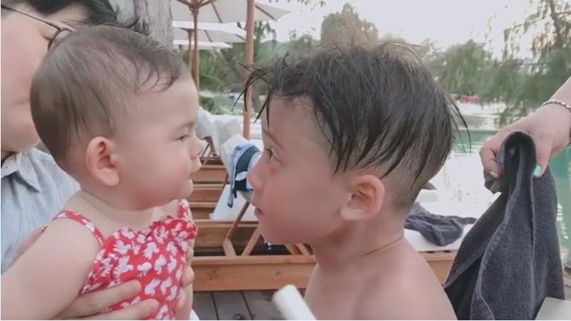 โอ๊ยน่าเอ็นดู!! มาดูความน่ารักของ น้องบรู๊คลิน กับ น้องเอลล่า แม่เราเป็นเพื่อนรักกัน!!