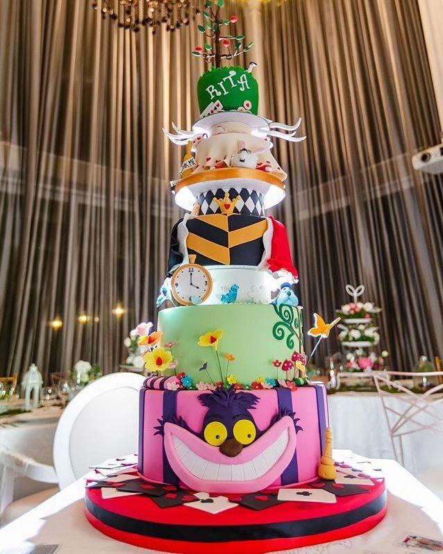 สุดอลังปาร์ตี้วันเกิด  ศรีริต้า เจนเซ่น  เล่นใหญ่อะไรเบอร์นั้น จัดใหญ่ตัดเค้กสูง 7 ชั้น