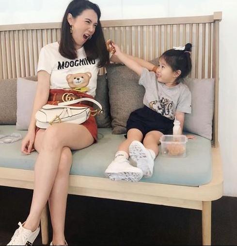 สุดน่ารัก  แม่เมย์  แซว  น้องมายู  อะไรเข้าฝันถึงแต่งตัวแบบนี้ไปโรงเรียน (ชมคลิป)