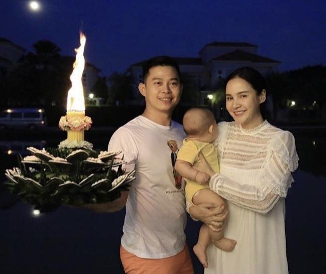สืบสานประเพณีไทย!! เก็บตกครอบครัวคนบันเทิง ยกแก๊งลอยกระทงสุขใจในปี พ.ศ.2561