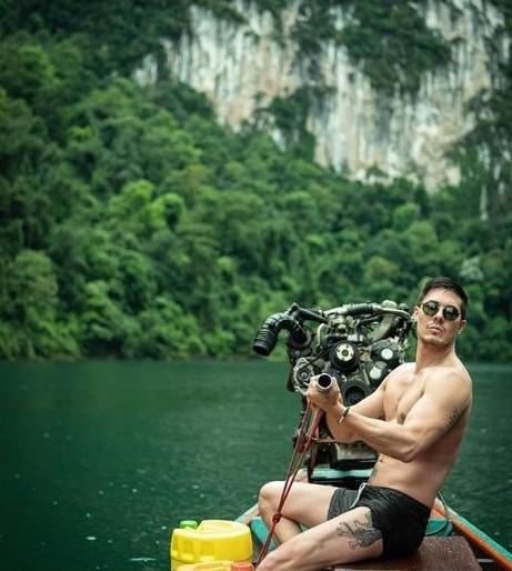 สุดแฮปปี้ น้ำเพชร อวดของขวัญที่ Lewis Tan นักแสดงจากภาพยนตร์ เดดพูล 2 มอบให้