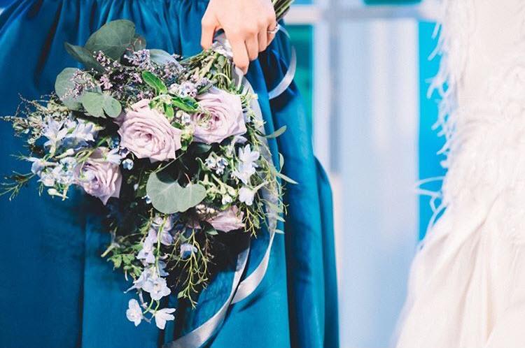 พระองค์หญิงฯ ทรงได้รับช่อดอกไม้เจ้าสาว ในงานวิวาห์พระสหาย