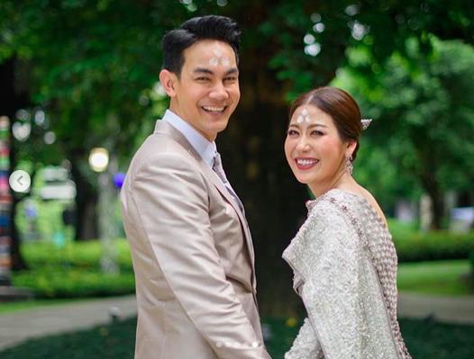 รวม 12 คู่รักคนดังที่พร้อมใจสละโสด เริ่มต้นชีวิตคู่ในปี 2018