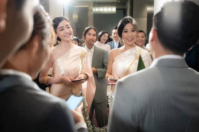 ไม่แพ้เจ้าสาว!! หวาย-พิม สวมชุดไทยเป็นเพื่อนเจ้าสาว ออร่าจัดมาก