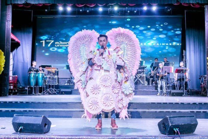 แม่ยกสายเปย์ ทุ่มเงินจัดคอนเสิร์ตให้ ตรี ชัยณรงค์  แถมคล้องพวงมาลัยปีกนกยักษ์ มูลค่าไม่ต้องพูดถึง!!