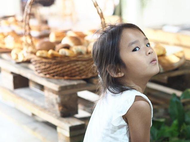 โมเมนต์สุดน่ารัก น้องปีใหม่ ฉลาดตอบ เมื่อ สงกรานต์ ถามลูกสาว ทำไมเหม็นจัง