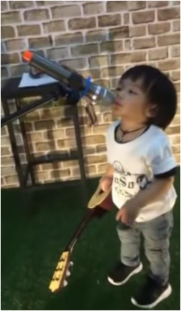 เมื่อน้อง ลีออง โชว์ลีลาร้องคัพเวอร์พ่อเสก โลโซ