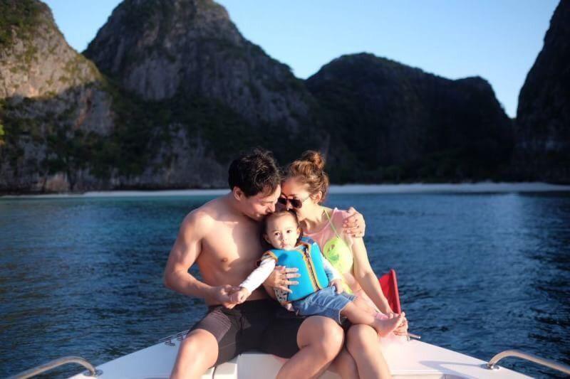 ครอบครัวอบอุ่น ! นาวิน ต้าร์ ดินเนอร์ริมหาดฉลองวันเกิดหวานฉ่ำกับภรรยา