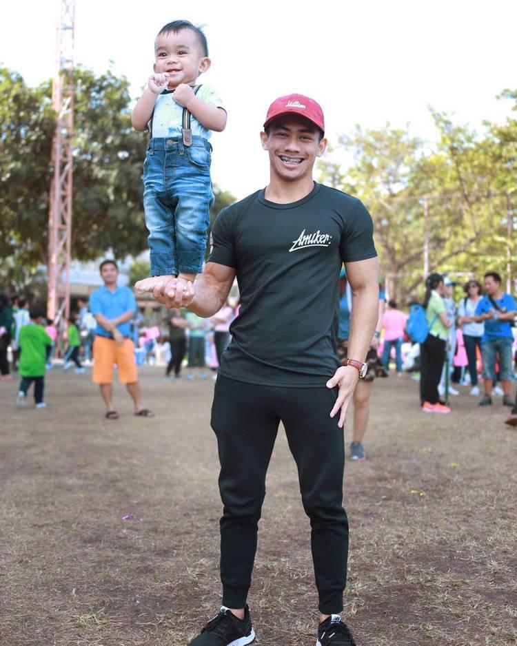 น้องอดัม ลูกชาย แม่นุ๊ก สุทธิดา  โชว์ความแข็งแรง โหนบาร์ออกกำลังกาย