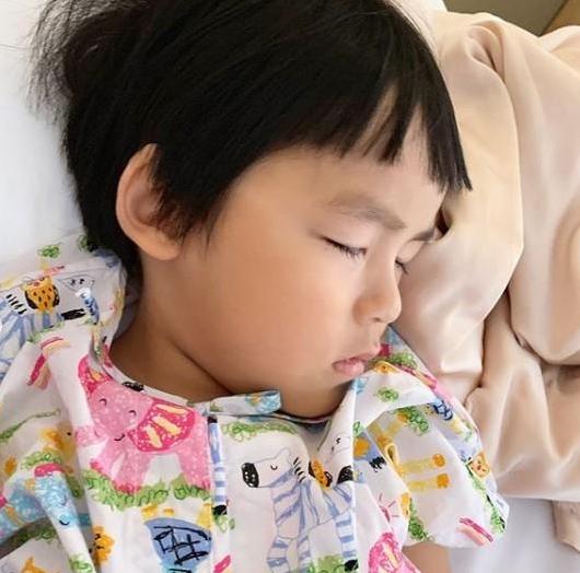 พ่อเปิ้ล-แม่จูน อัปเดตอาการ น้องออกู๊ด หลังผ่าตัดดวงตา อยากให้ครั้งนี้เป็นครั้งสุดท้าย