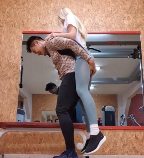 โชว์ความแข็งแรง บอย พิษณุ ใช้ร่างกายกำยำอุ้มว่าที่ภรรยา ออกกำลังกายท่ายาก (ชมคลิป)