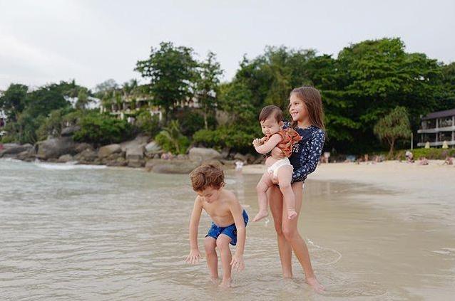 พอลล่า ให้ลูกๆ แต่งชุดไทย น้องไลลา-ลูก้า น่ารักแพ็คคู่