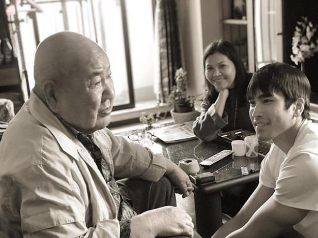 """อาลัยรัก """"ณเดชน์"""" สูญเสียคุณลุงชาวญี่ปุ่นผู้มีพระคุณ ถ่ายทอดความผูกพันไว้อย่างซึ้งใจ"""