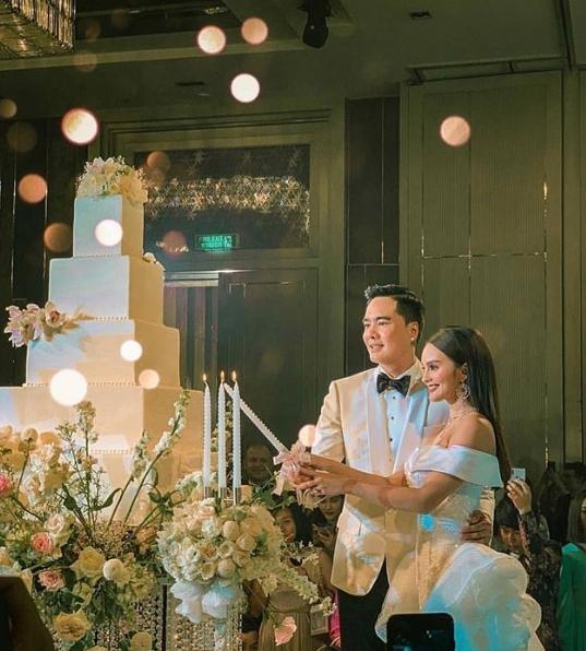 """เปิดภาพ ฉลองงานแต่ง """"เคลลี่-นาย"""" คนดังร่วมแสดงความยินดีกันอย่างล้นหลาม"""