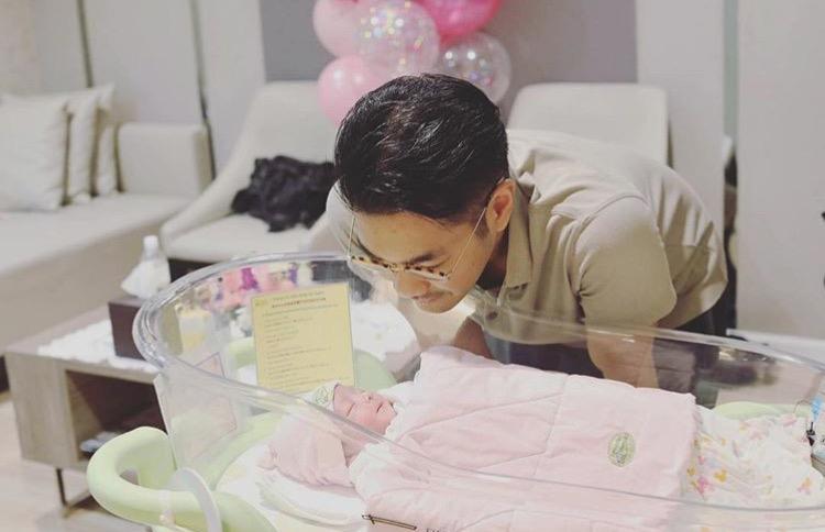 """""""เนม เกทสึโนวา"""" ยอมรับเห่อลูกมาก หลังจากภรรยาได้คลอดลูกสาว!!!"""