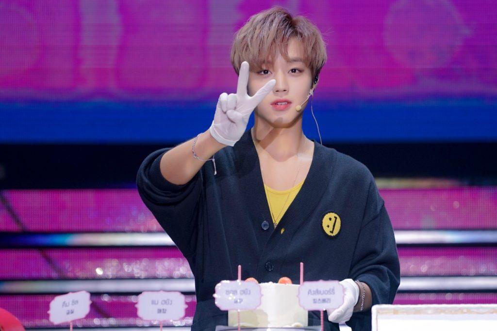 """สตรอเบอร์รี่เลิฟเวอร์ """"พัคจีฮุน"""" เอาใจแฟนคลับ ทำเค้กสตรอเบอร์รี่ในงานแฟนมีตติ้งที่ไทย!"""