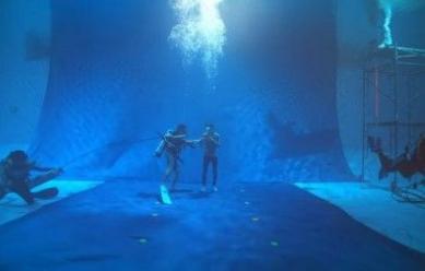 ใจหินสุดๆ ตูน บอดี้สแลม ถ่ายรณรงค์งดใช้ถุงพลาสติกใต้น้ำลึก 6 เมตร 5 ชม. ช็อกน้ำ! (ชมคลิป)