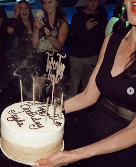สุดแฮปปี้ปาร์ตี้วันเกิด 21 ปี น้องเจด้า ลูกสาวพ่อเจ-แม่จีน่า ยิ่งโตยิ่งสวยจริงๆ