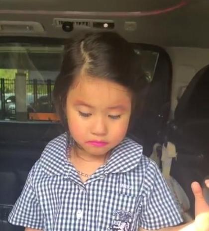น้องมายู ร้องไห้สะอื้น โดน แม่เมย์ ดุเพราะทาลิปสติกไปโรงเรียน (ชมคลิป)
