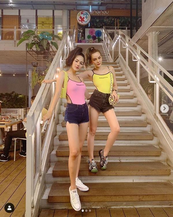 ดิว-กวาง ประชันเซ็กซี่ในชุดสปอร์ตโนบรา เปลือยแผ่นหลังกันชัดๆ!!