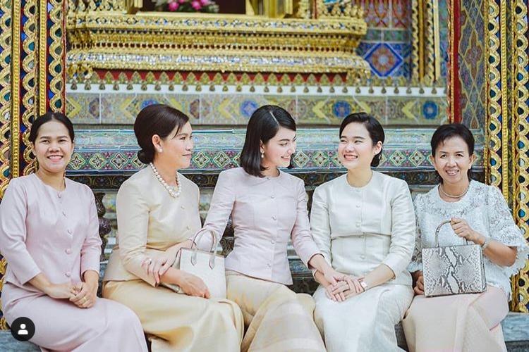ใหม่ ดาวิกา สวมชุดไทยสุดสง่างาม เข้าเฝ้าสมเด็จพระสังฆราชฯ