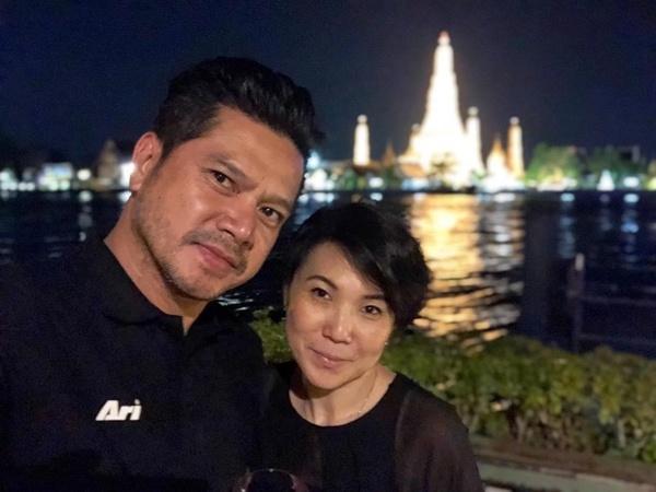 """มุมหวานก็มี ! """"เต๋า สมชาย"""" ควงภรรยา ฉลองครบรอบแต่งงาน 10 ปี"""