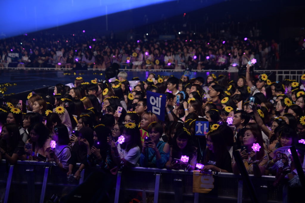 ASTRO หล่อปัง !  จัดเต็มเสิร์ฟความสนุกเกือบ 3  ชม. กับคอนเสิร์ตแรกในเมืองไทย…ครับ ครับ ขอบคุณครับ!!!