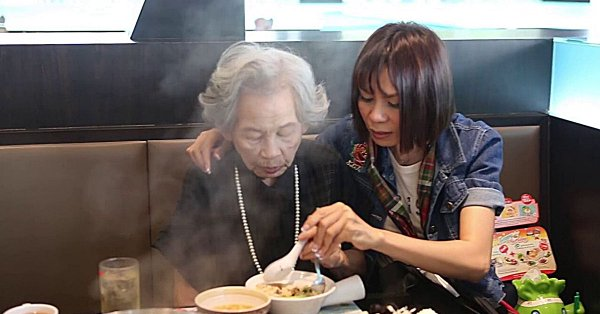จินตหรา พูนลาภ ซึ้งใจแฟนคลับ ที่เดินทางไกลมาร่วมงานแม่