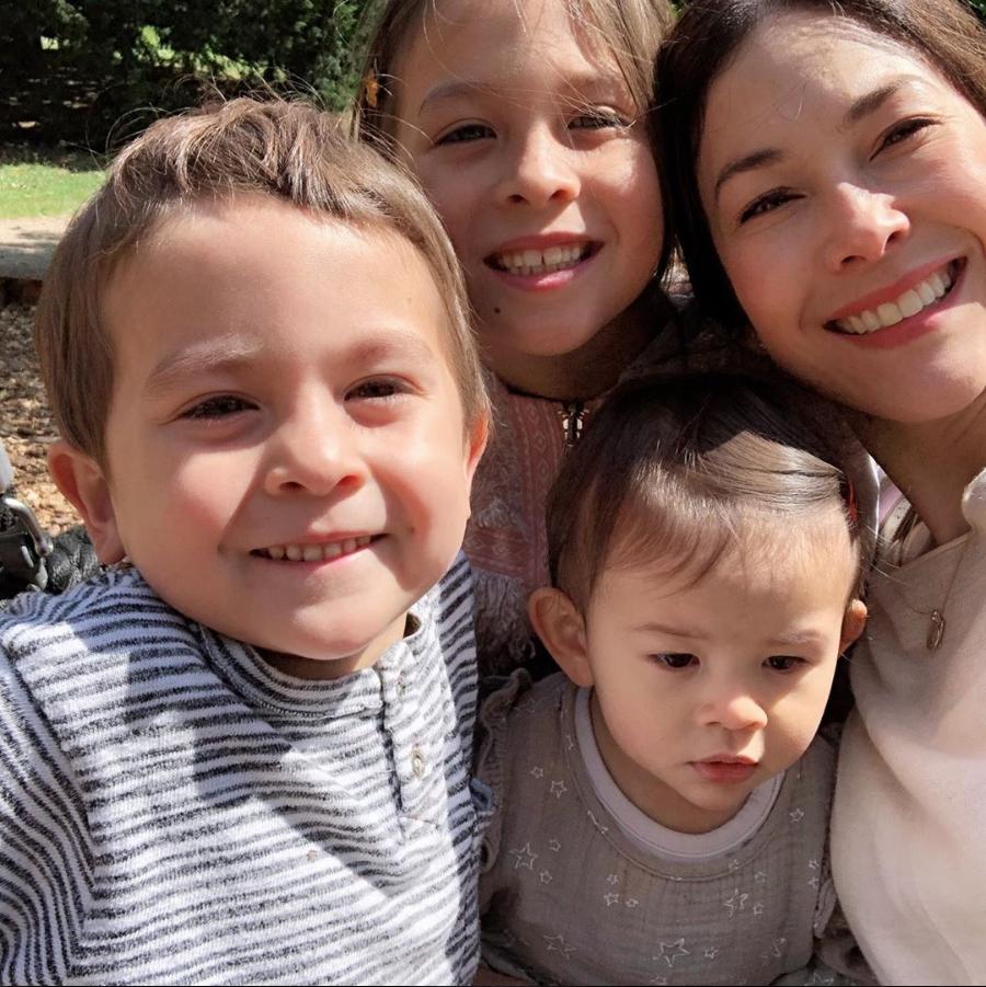เปิดภาพสุดอบอุ่น ครอบครัว พอลล่า เป็นอีกบ้านที่น่าอิจฉามาก!!