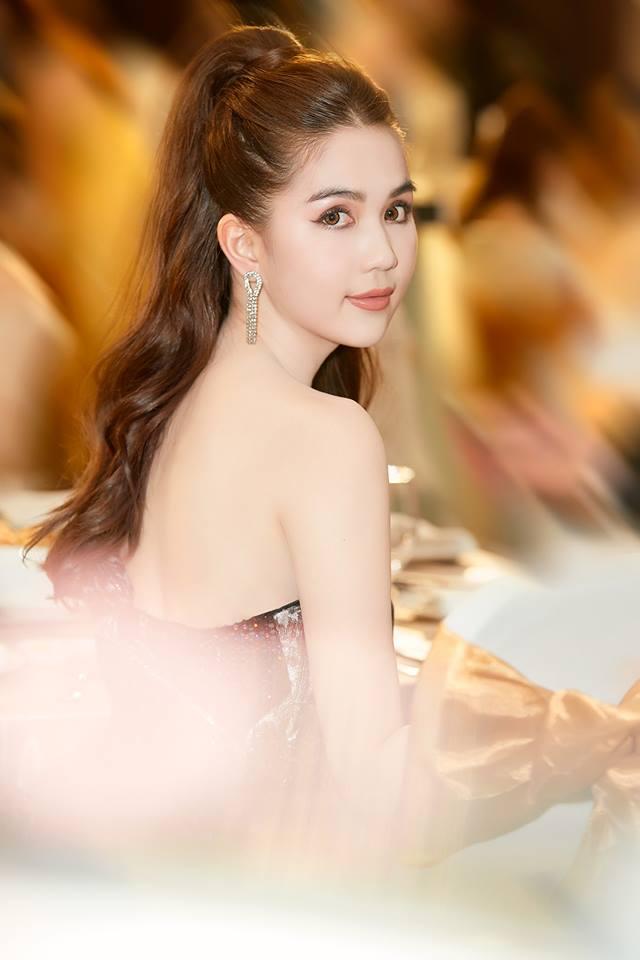 ส่องชุด หง็อก ตรินห์ (Ngoc Trinh) ที่ทำให้เธอแจ้งเกิดที่คานส์!!
