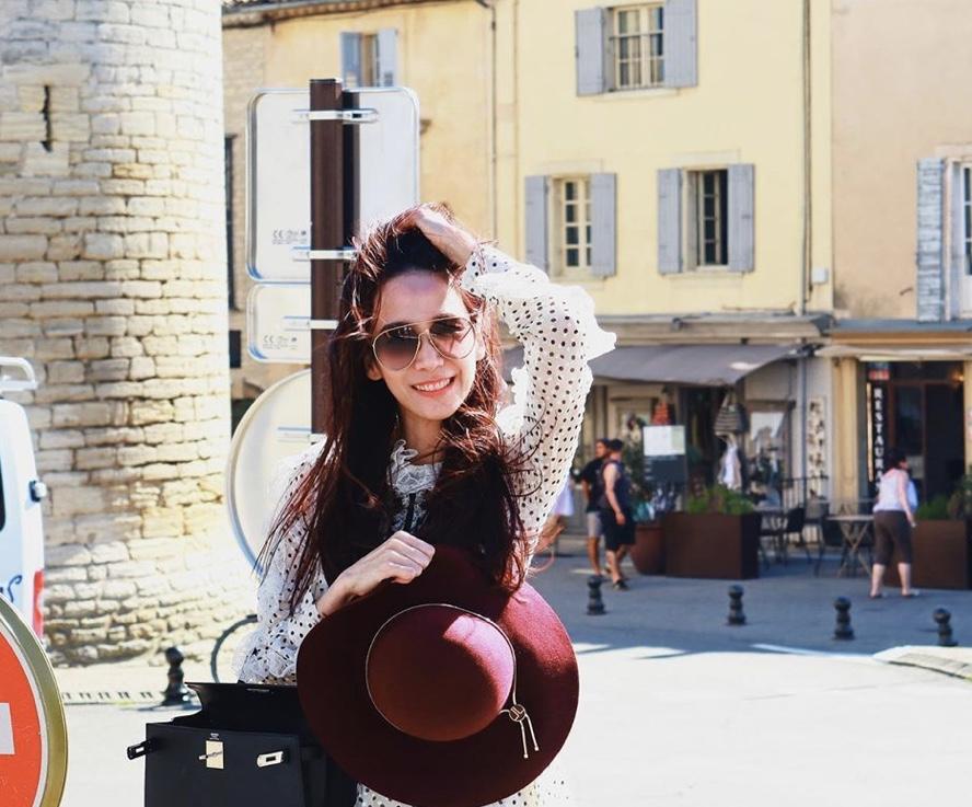 """สวยทุกชุด ! """"อั้ม พัชราภา"""" เดินเฉิดฉายในฝรั่งเศสเนรมิตทุกที่ให้เป็นรันเวย์"""