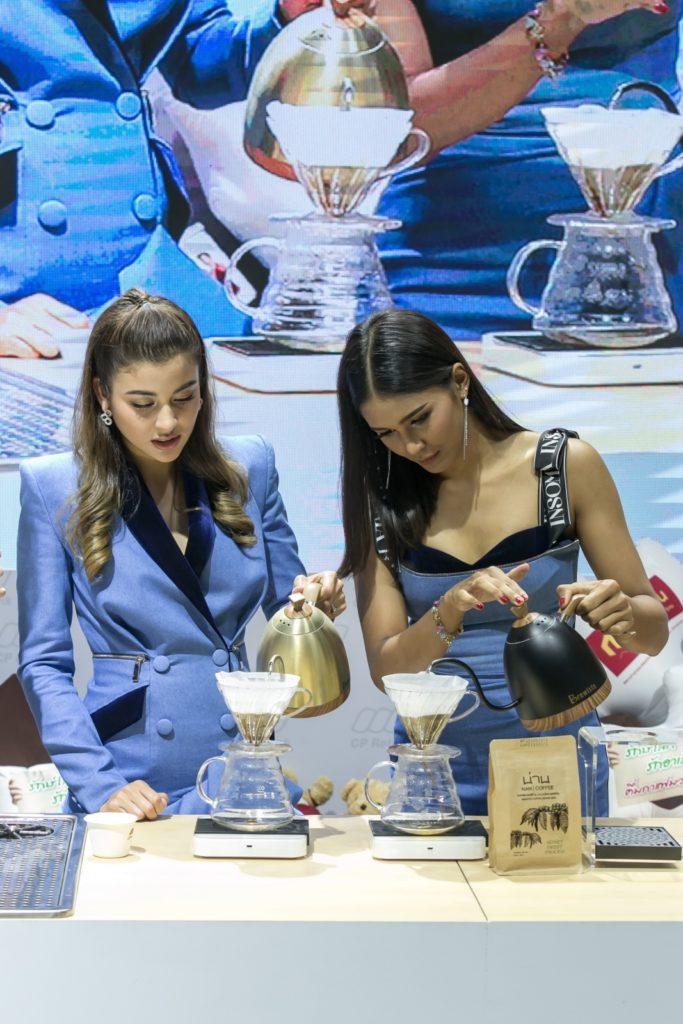 """ซีพี รีเทลลิงค์ และ กาแฟมวลชน พร้อมนำทีมชวนรักษ์โลกกับ """"อาเล็ก ธีรเดช"""" ในงาน THAIFEX-WORLD OF FOOD ASIA 2019"""