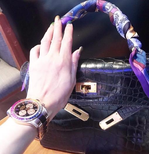 รวยเวอร์ เอิ๊ก พรหมพร โพสต์ภาพอวดกระเป๋าหรู-นาฬิกาใหม่