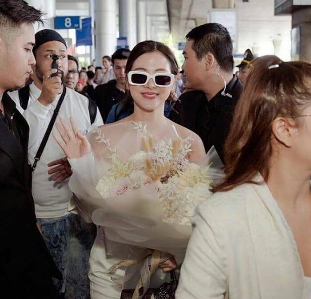 """เปิดภาพชุด """"ใบเฟิร์น"""" ใส่ไปสนามบินเวียดนาม"""