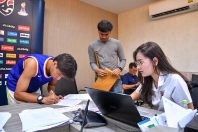 เปิดวาร์ป น้องเพชร สาวงามที่อยู่ท่ามกลางดง นักฟุตบอลทีมชาติไทย