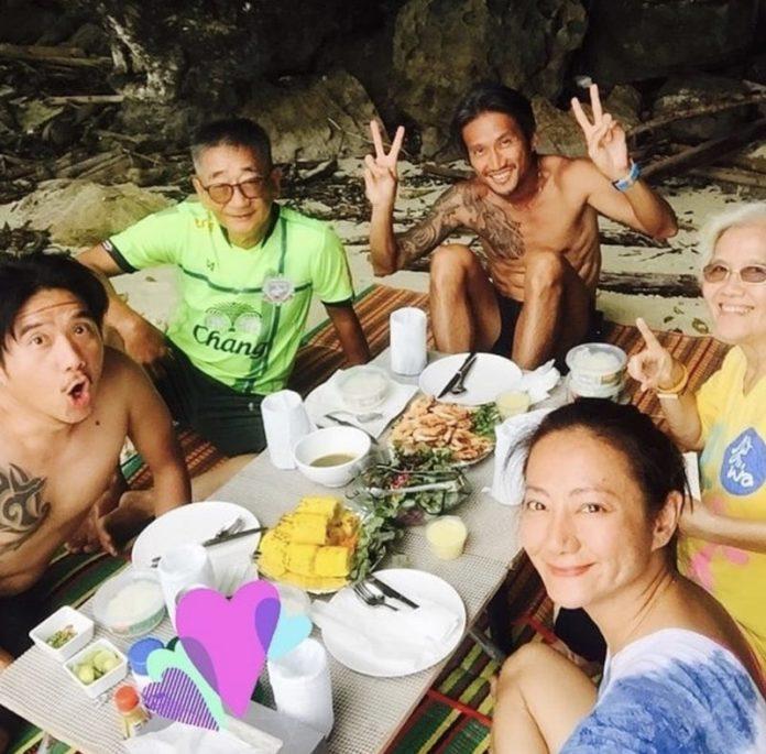 ตูน บอดี้สแลม พา พ่อ-แม่ เที่ยวภูเก็ต พร้อมหน้าครอบครัวสุดน่ารัก!!