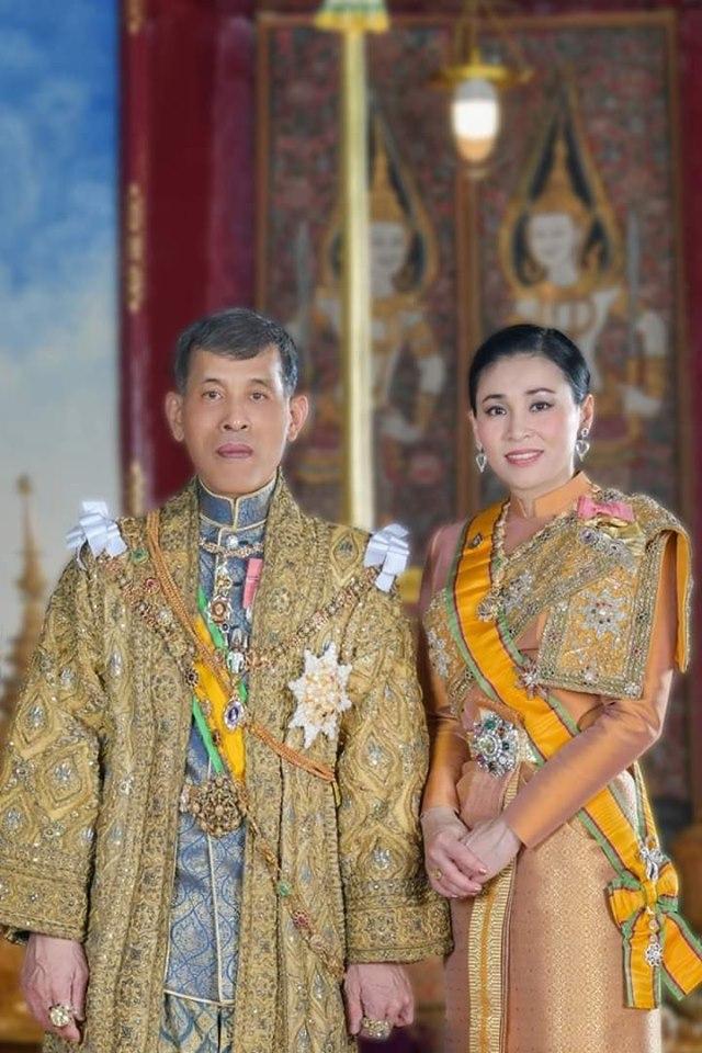 เผยสาเหตุ 'ราชินีสุทิดาฯ' ฉลองพระองค์ด้วยชุดไทยบรมพิมาน 'สีน้ำเงิน' ออกงานราชพิธีฯ