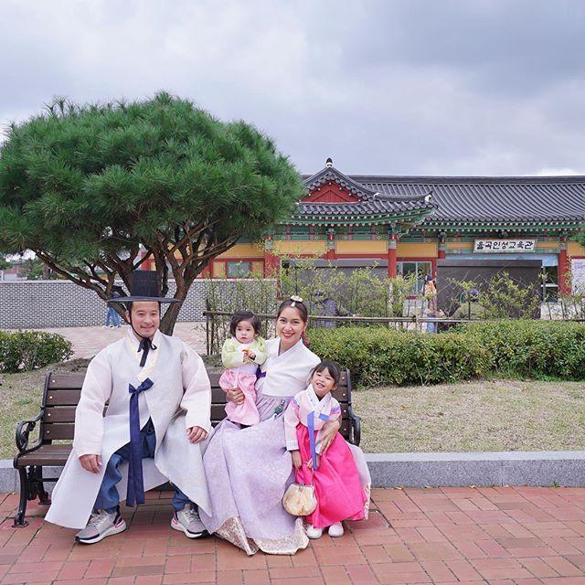 หวานมาก เบนซ์-มิค จูงมือลูกสาวเที่ยวเกาหลี