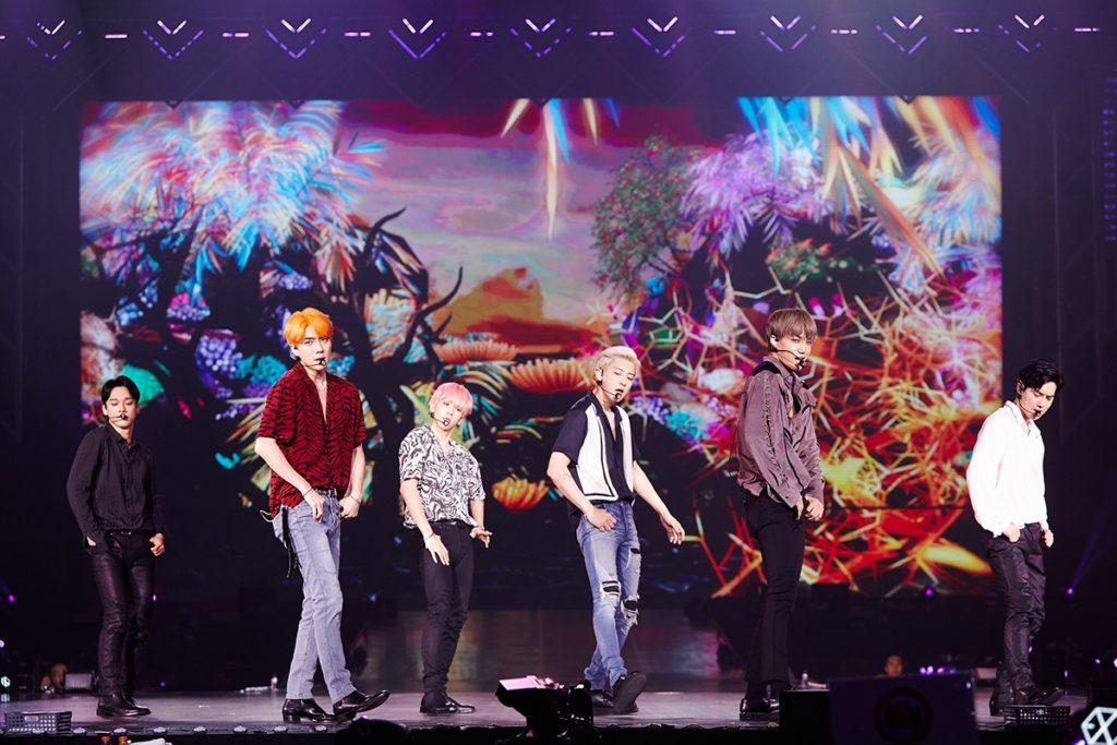 'EXO' โชว์การแสดงสุดยิ่งใหญ่ตระการตาสมฐานะราชาแห่งเค-ป๊อป ในคอนเสิร์ตครั้งที่ 5
